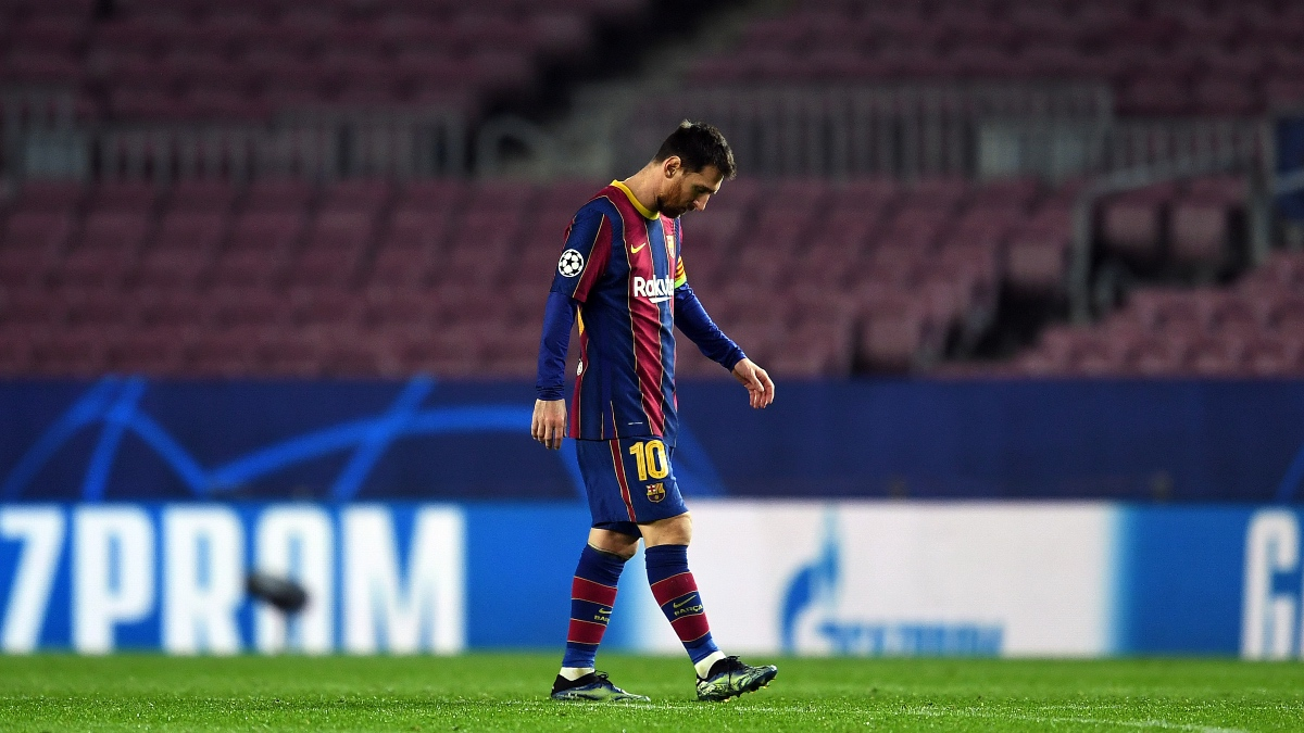 Leo Messi, derrumbado tras la derrota del Barça ante el PSG.