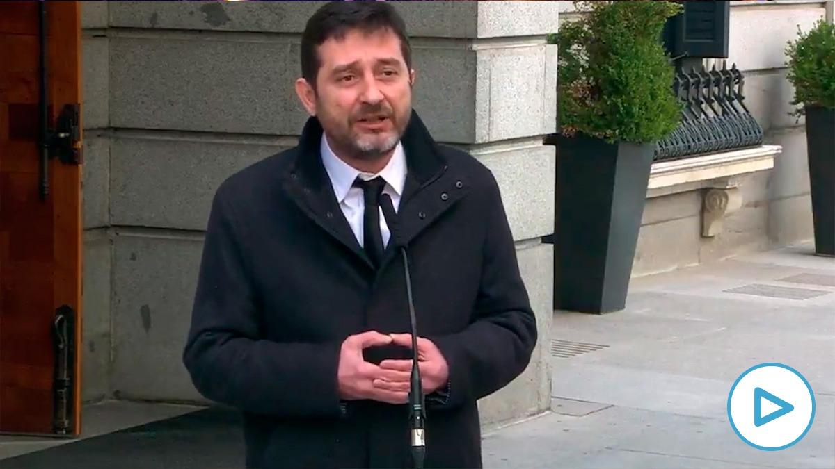 El coportavoz y diputad de Podemos, Rafael Mayoral, este jueves en el Patio del Congreso.