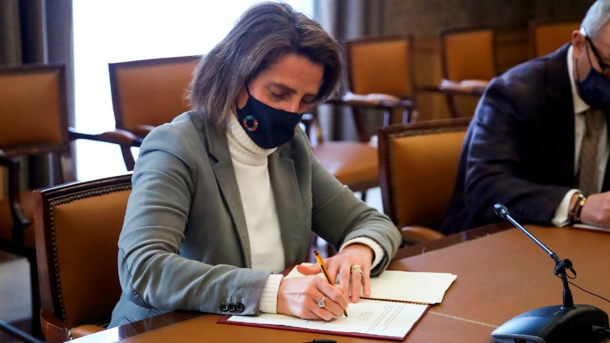 La ministra de Transición Ecológica y vicepresidenta del gobierno, Teresa Ribera. (Foto: Efe)