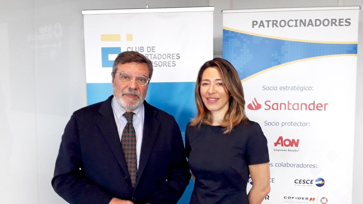 El presidente del Club de Exportadores, Antonio Bonet, y la secretaria de Estado, Xiana Méndez. Foto: Europa Press
