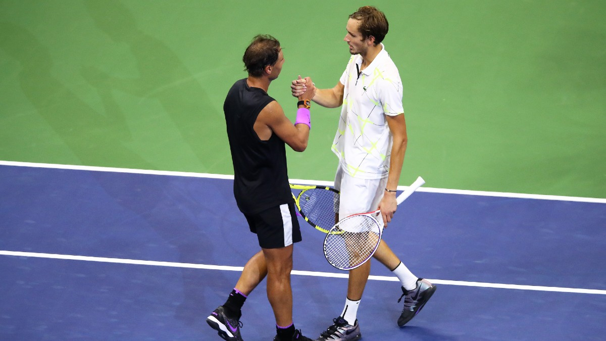 Rafa Nadal y Daniil Medvedev se saludan tras la final del US Open 2019. (Getty)
