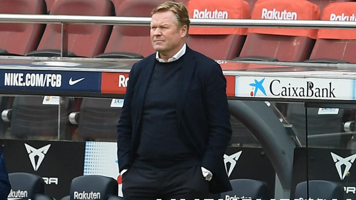 Ronald Koeman durante el Barcelona-Cádiz. (AFP)