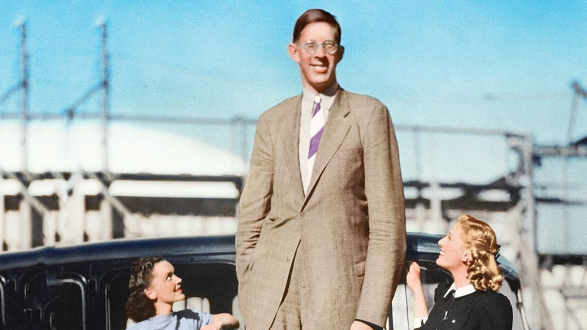 La historia del hombre más alto del mundo con 2,72 metros de altura