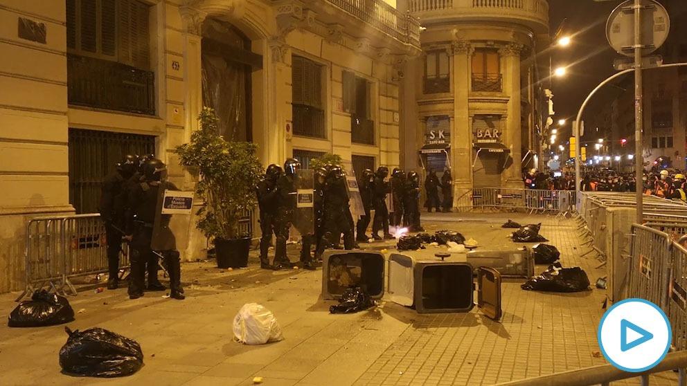 Altercados en las protestas por Pablo Hasél en Barcelona.