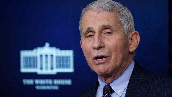 El asesor de la Casa Blanca contra el COVID pone fecha al fin del uso de la mascarilla