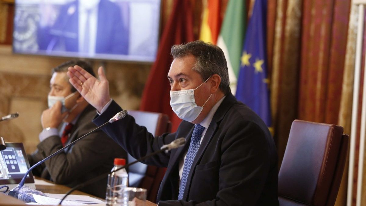 El alcalde de Sevilla, Juan Espadas, en un Pleno del Ayuntamiento.