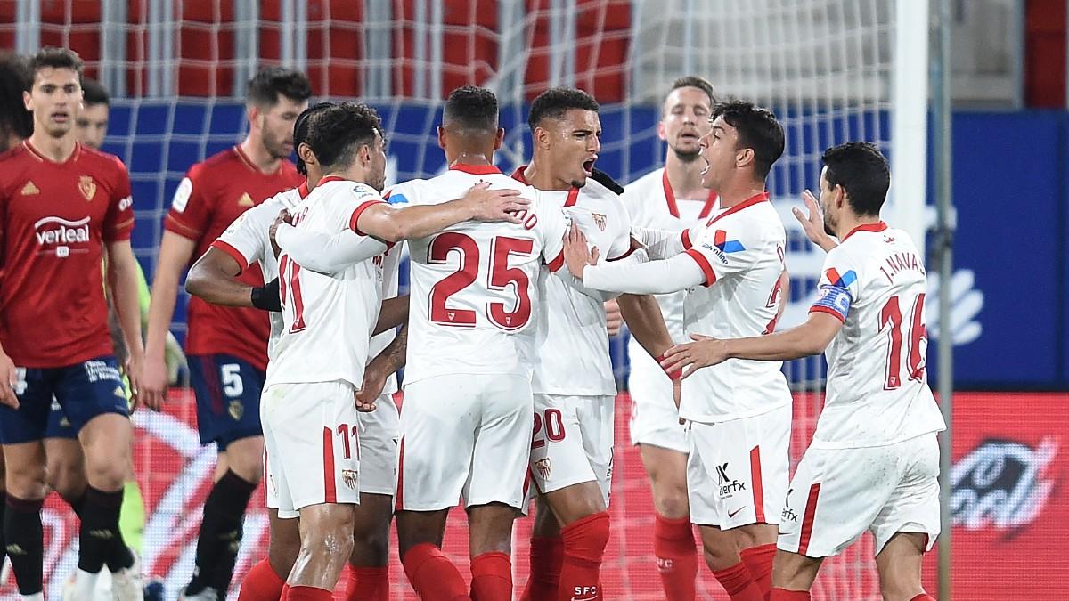 Los jugadores del Sevilla celebran uno de los goles ante Osasuna. (Getty)