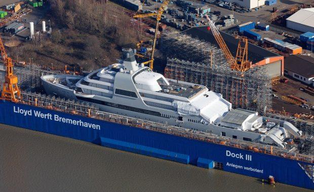 Abramovich's new megayacht (TheYachtPhoto.com)