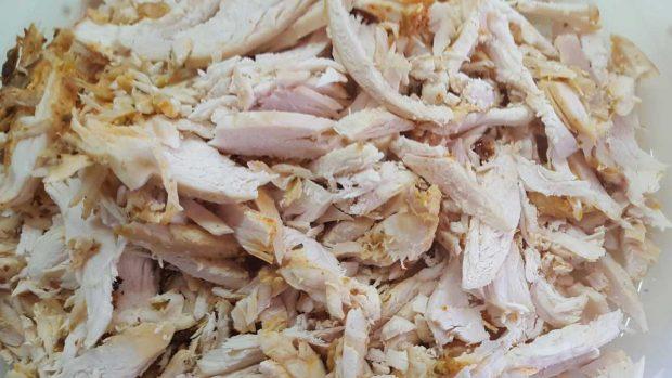 Pollo desmigado