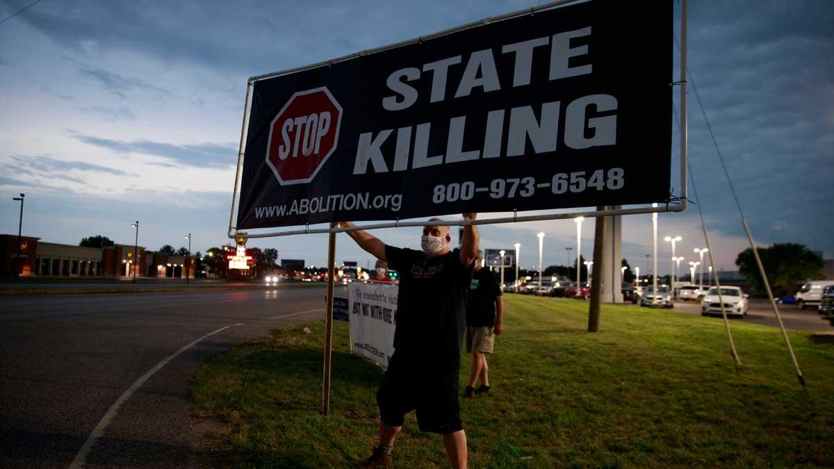 Foto de un hombre reclamando la abolición de la pena capital en Estados Unidos. Foto: EP