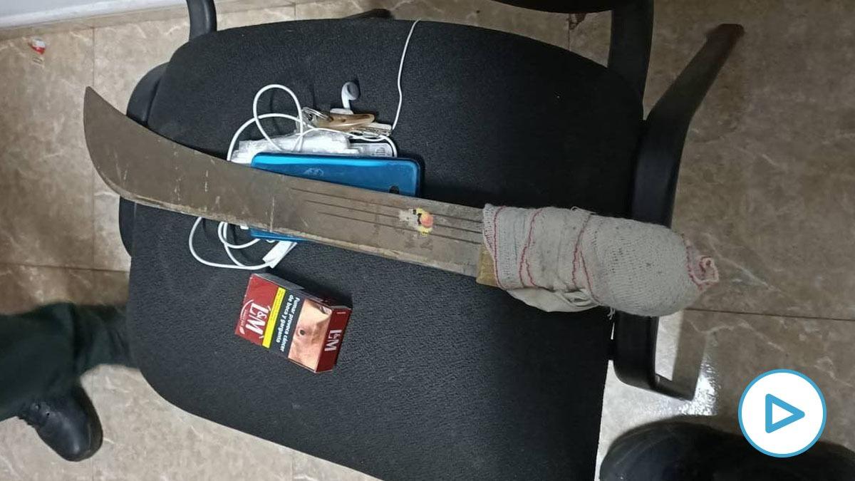 En una identificación policial los agentes le encontraron este machete a un ´mena' en gran Canaria.