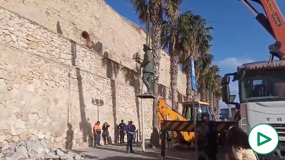 Así ha sido la retirada de la última estatua de Franco en España.