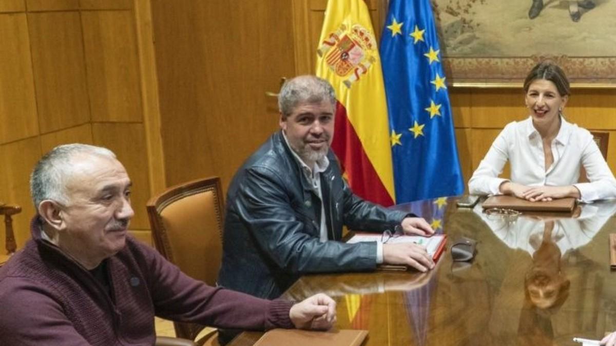 El Gobierno riega con 5 millones de euros extra a los sindicatos mientras que las empresas se desangran