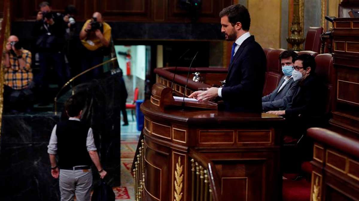 El líder popular Pablo Casado interviene en la sesión de control este miércoles en el Congreso de los Diputados. Foto: EFE