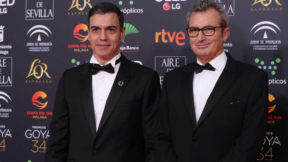 Pedro Sánchez junto al presidente de la Academia de Cine español, Mariano Barroso, en la gala de los Goya 2020. Foto: EP