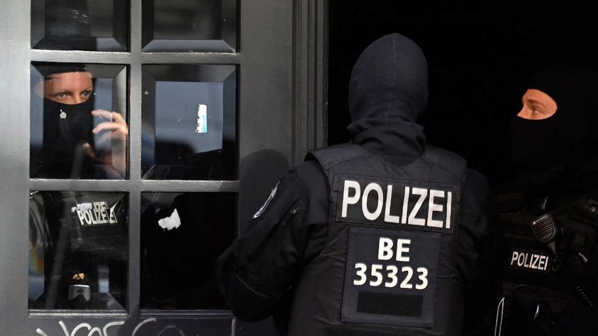 Agentes de la policía alemana durante una operación. Foto: AFP