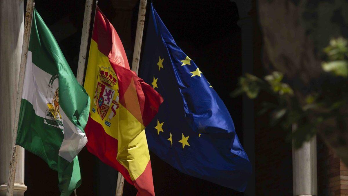 Banderas a media asta en Sevilla