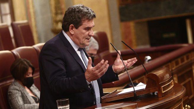 Escrivá propone que un autónomo que gana 3.000 euros al año pague 2.400 a la Seguridad Social