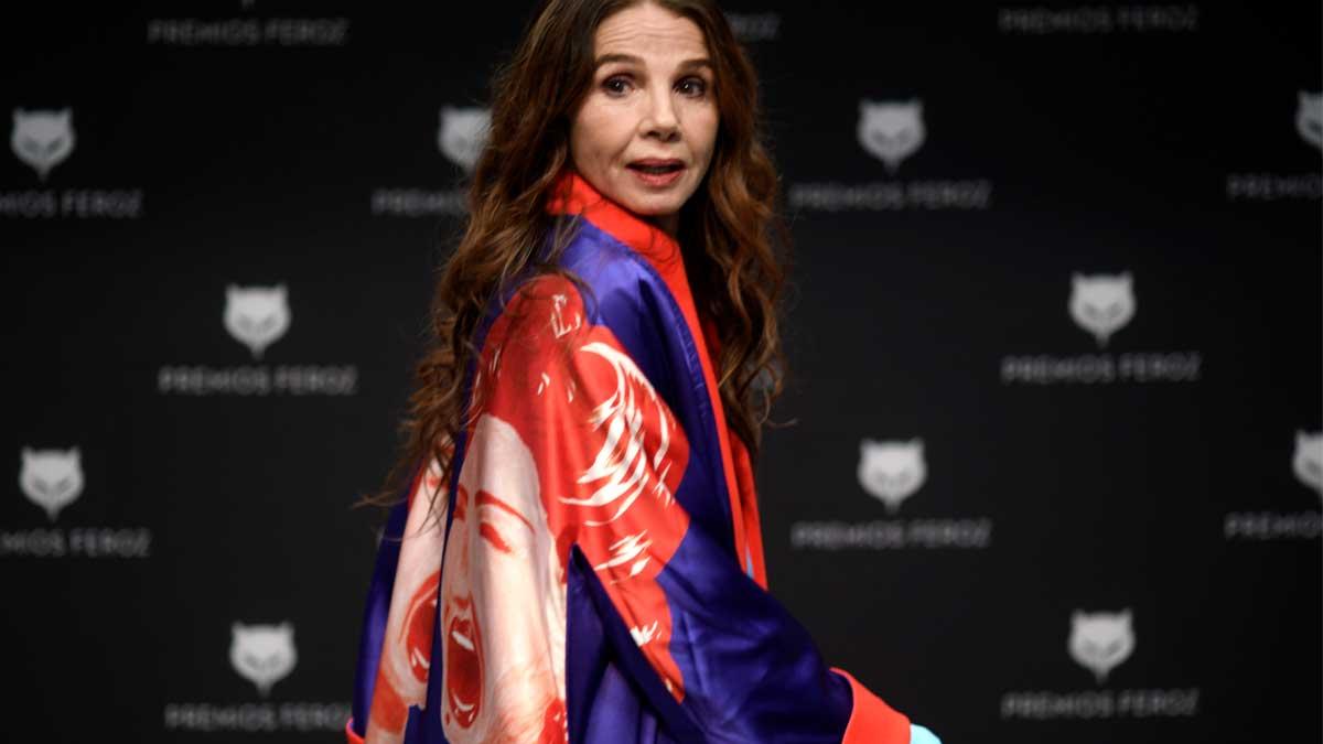 La actriz y cantante, Victoria Abril posa antes de una rueda de prensa por el Premio Feroz de Honor que recibirá. Foto: EP