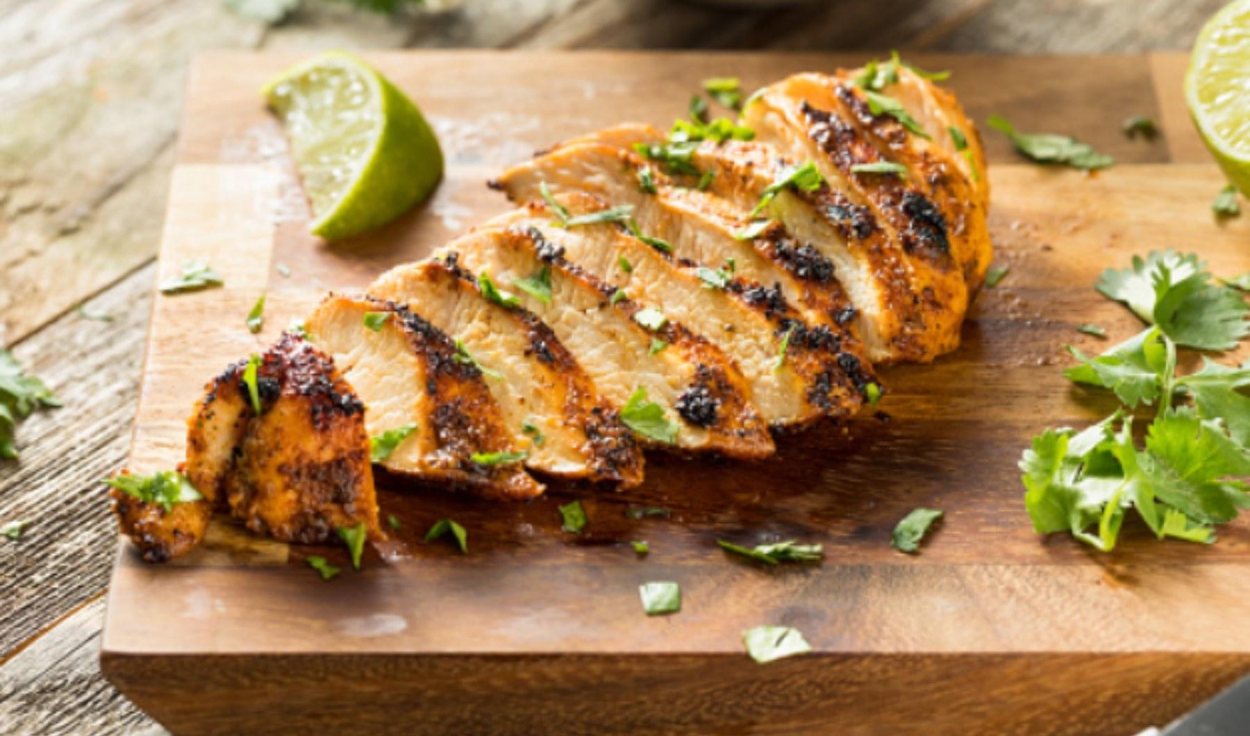 Pechugas de pollo al horno, receta saludable fácil de preparar