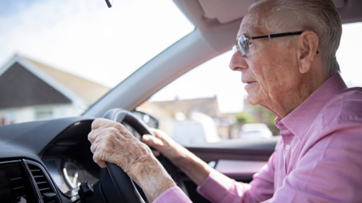 Un anciano de 88 circulaba a 191 km/h porque llegaba tarde a vacunarse contra el coronavirus