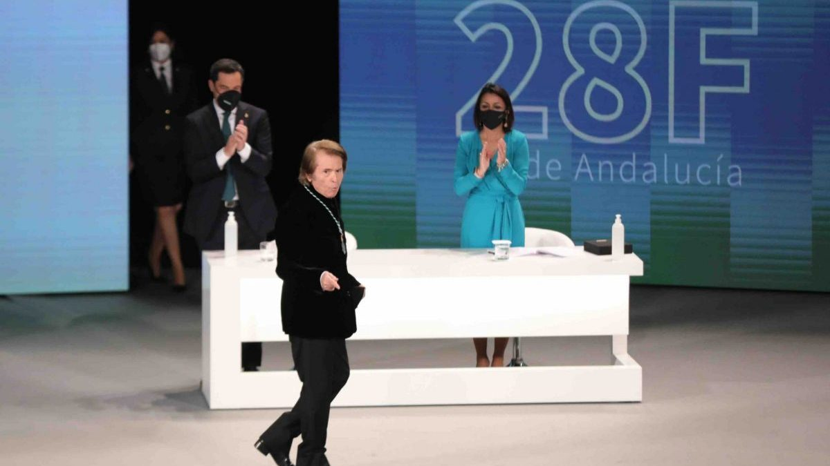Raphael, Hijo Predilecto de Andalucía: «Qué orgullo tener una segunda madre que se llama Andalucía. Siempre 'palante'»