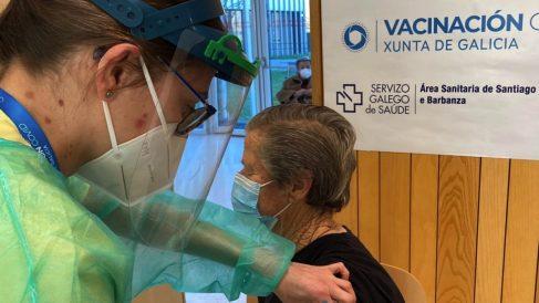 Vacunación de personas mayores de 80 años en Galicia. (Foto: SERGAS)