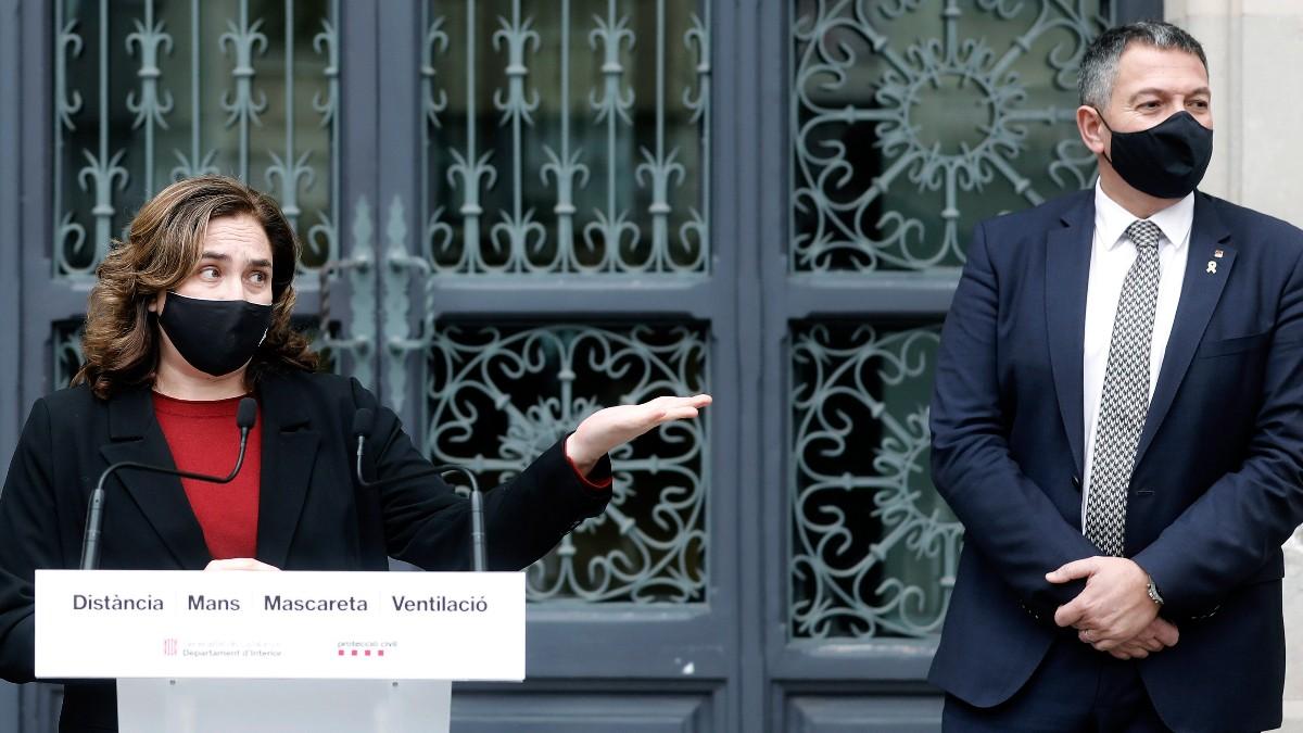 El conseller de Interior, Miquel Samper, y la alcaldesa de Barcelona, Ada Colau. Foto: EFE