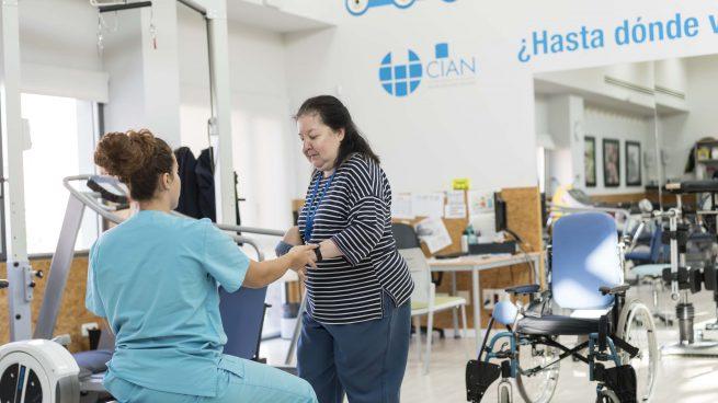 """La historia de esperanza de Fani tras sufrir un ictus: """"Llegué en silla de ruedas y me voy caminando a casa"""""""