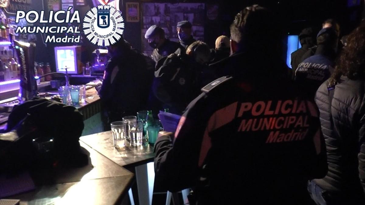 Imagen de archivo de una intervención de la Policía Municipal de Madrid por una fiesta ilegal en un local. (Foto: Europa Press)