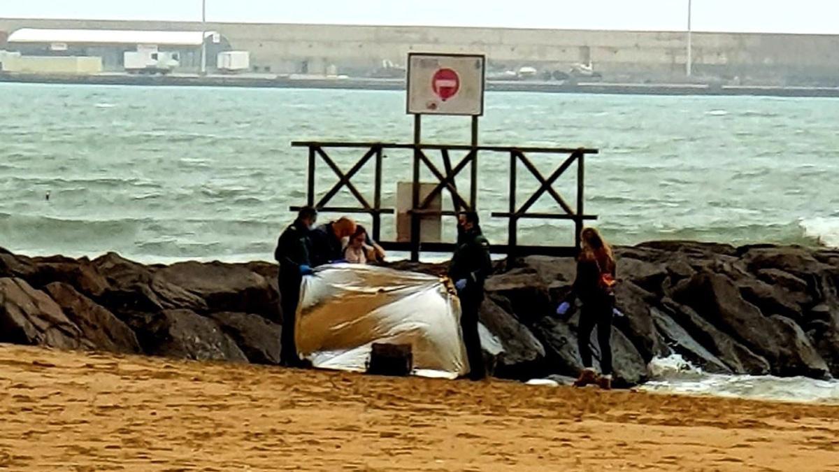 Hallan dos cadáveres de inmigrantes en la orilla de Melilla en menos de 24 horas.