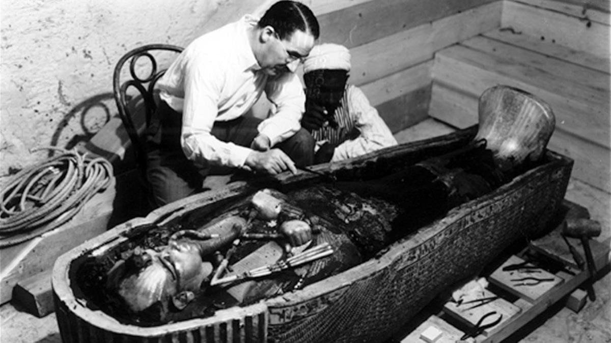 Howard Carter con Tutankamón