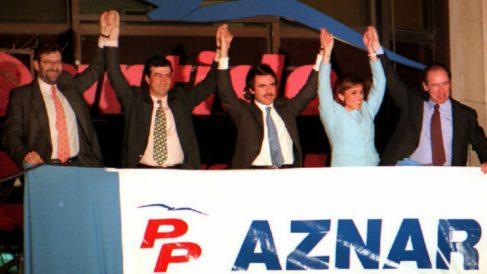 José María Aznar, Botella, Rajoy, Rato y Cascos celebran la vitoria del PP el 3 de marzo de 1996
