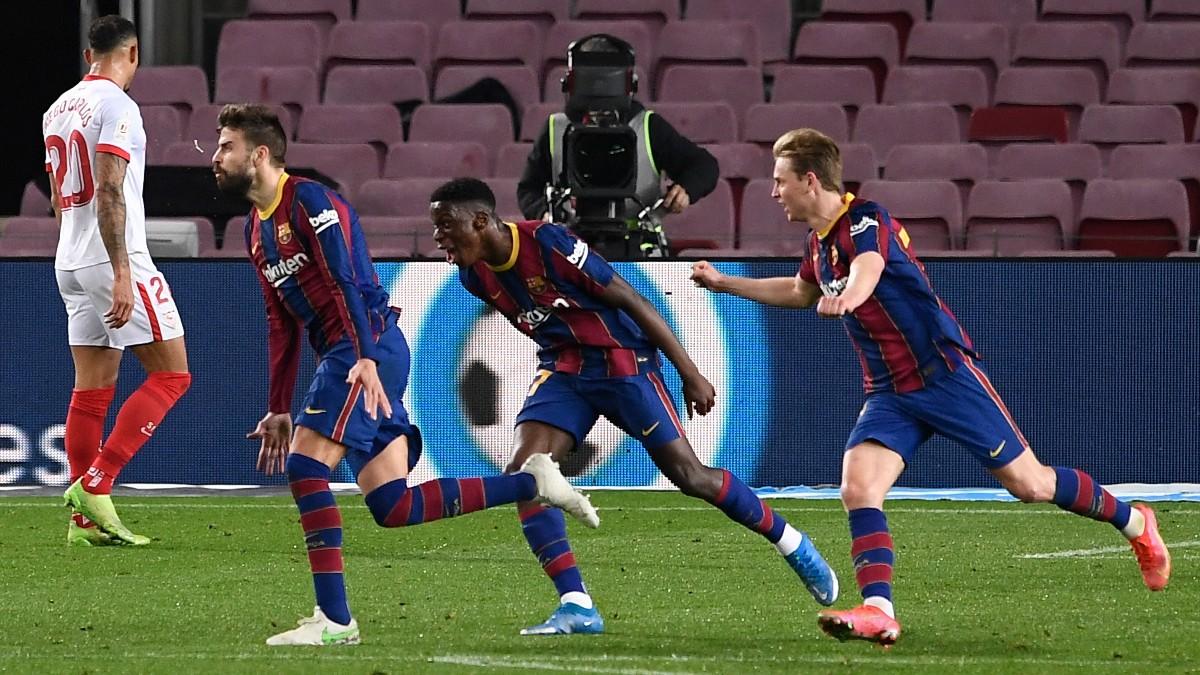 Piqué celebra el gol que forzó la prórroga en el Camp Nou. (AFP)