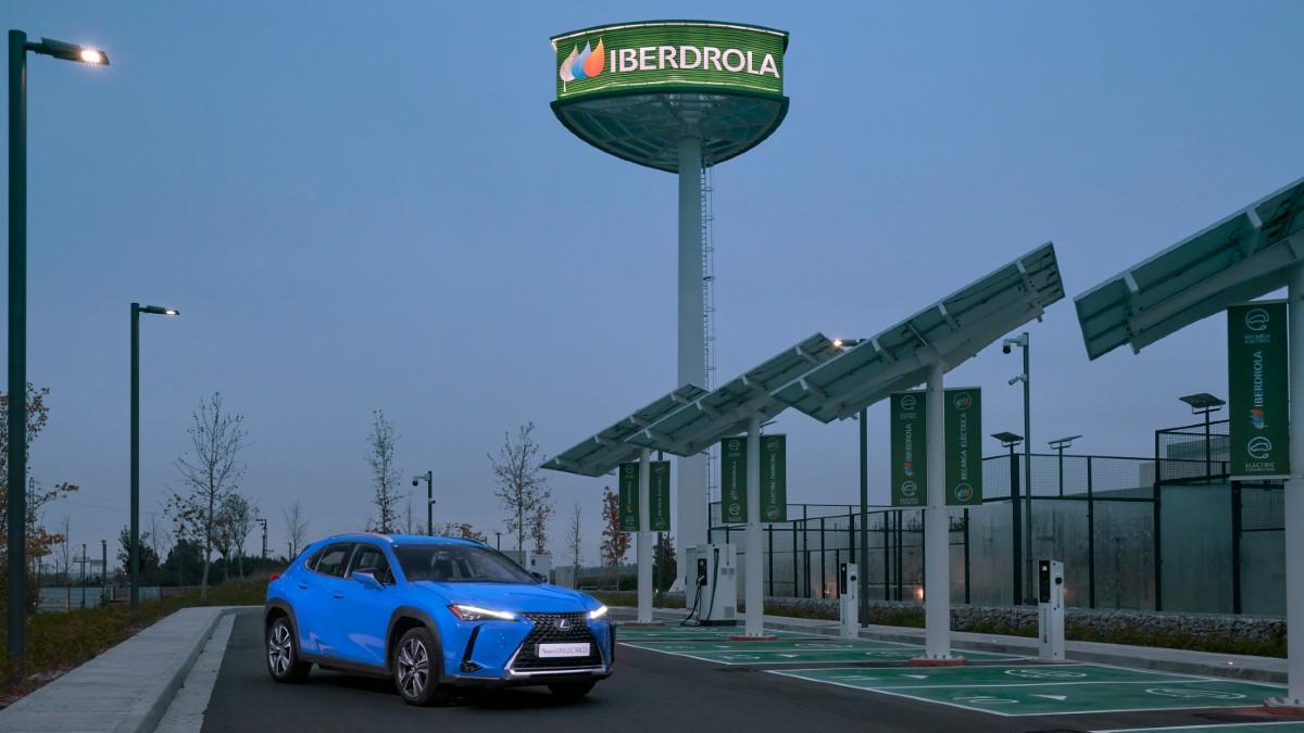Lexus e Iberdrola se unen para ofrecer la red más completa de cargadores eléctricos a sus clientes.