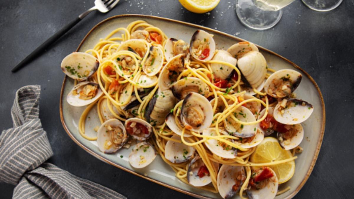 Receta de espaguetis con almejas a la marinera