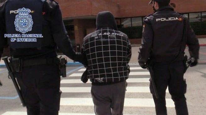 Detenido por robar en viviendas de Sevilla con la ayuda de su hijo de 3 años y el hijo de una amiga, de 4