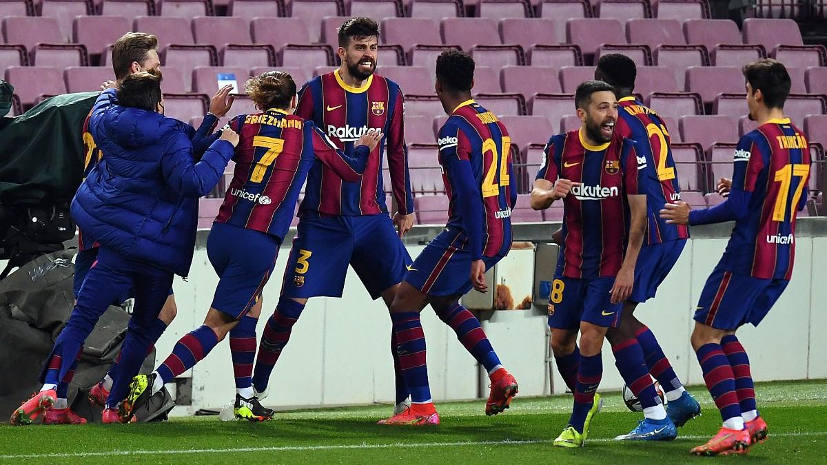 Gerard Piqué celebra su gol ante el Sevilla. (Getty)