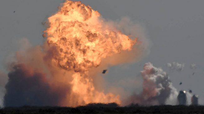 La tercera casi fue la vencida: el prototipo del cohete de SpaceX explota minutos después de aterrizar
