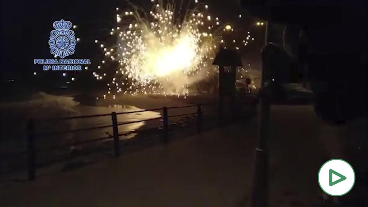 Detonación de un artilugio naval hallado en una playa de Málaga.