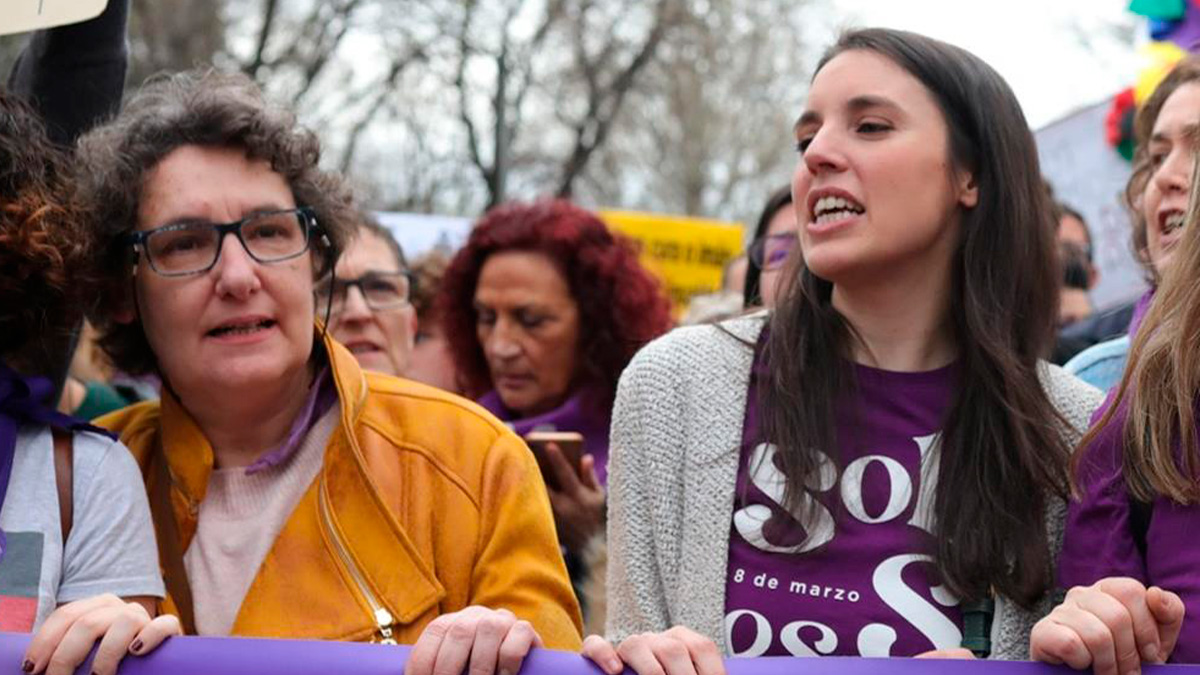 Irene Montero y Beatriz Gimeno en la manifestación del 8M el año pasado. (Foto: EP)