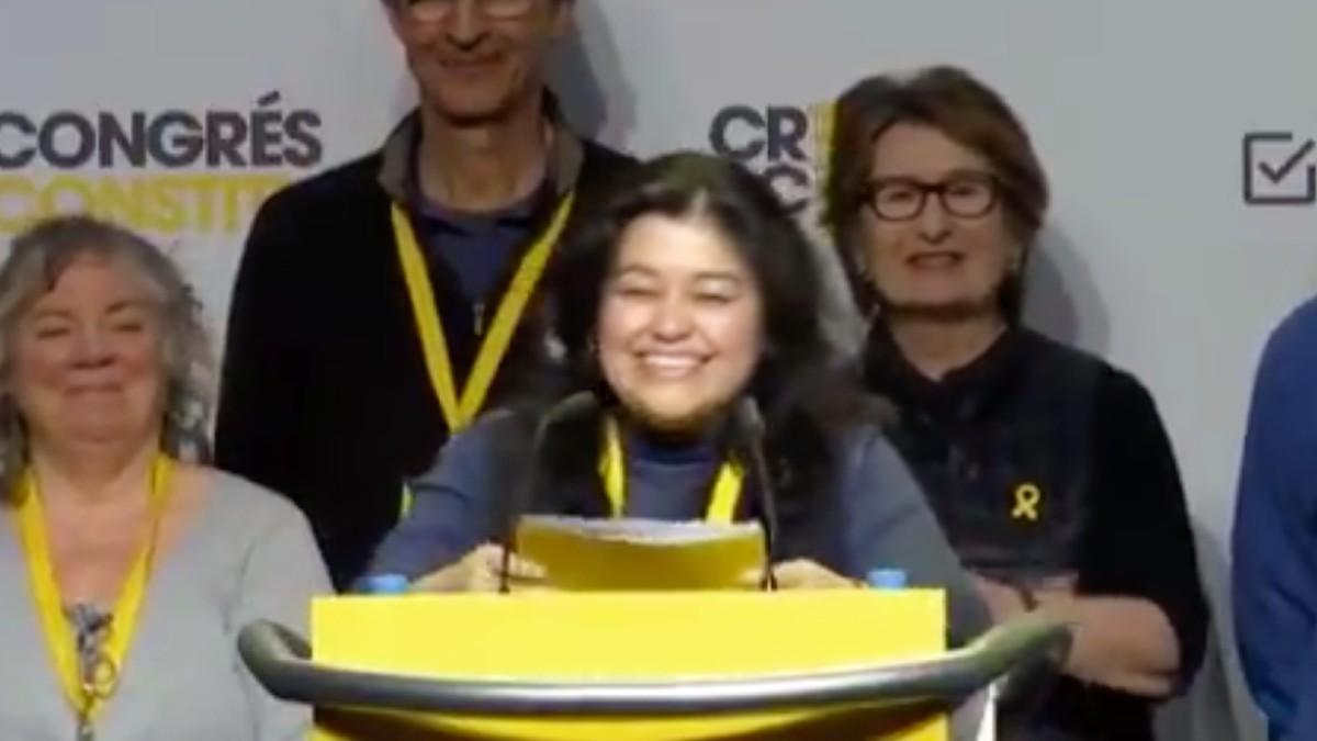 Rosario Palomino Otiniano, candidata de JxCAT, durante un mitin.
