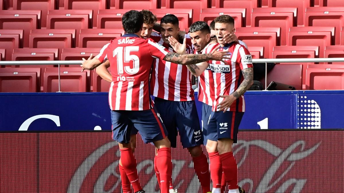 Los jugadores del Atlético de Madrid celebran el tanto de Luis Suárez. (AFP)