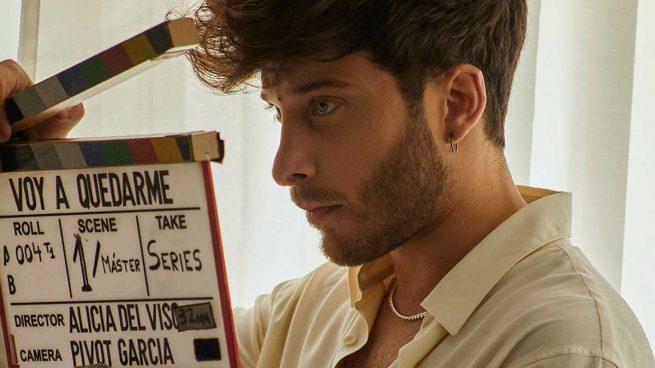 Blas Cantó revive el espíritu de su abuela en el videoclip de 'Voy a quedarme'
