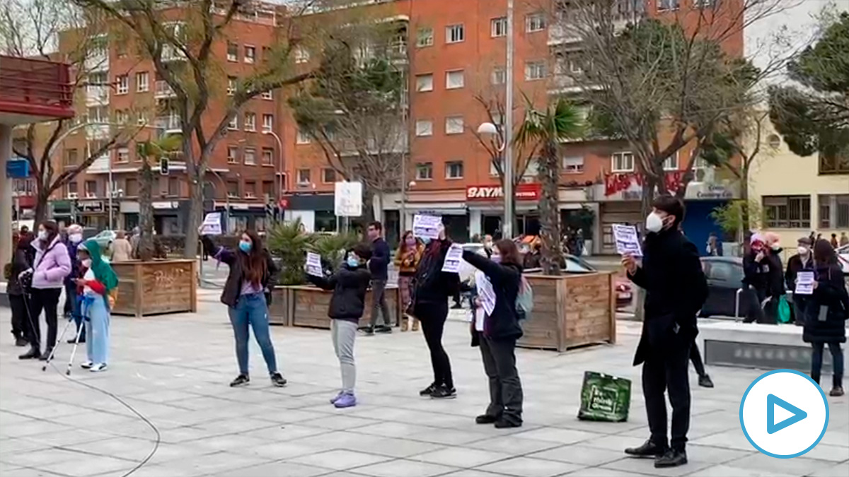 Un grupo de feminazis boicotea un acto por el 8M.