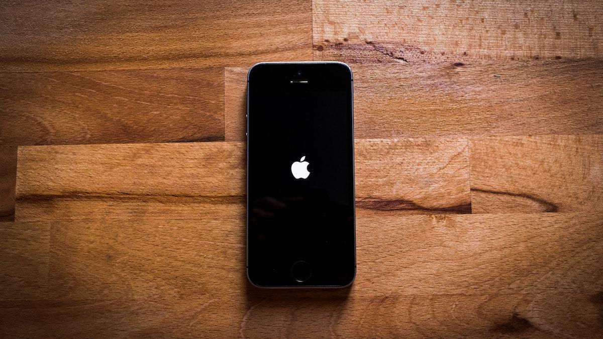iPhone encendiéndose