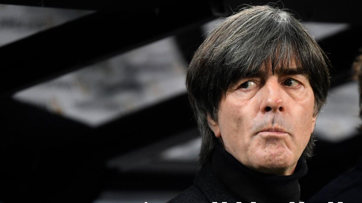 Low, durante un partido con Alemania. (AFP)
