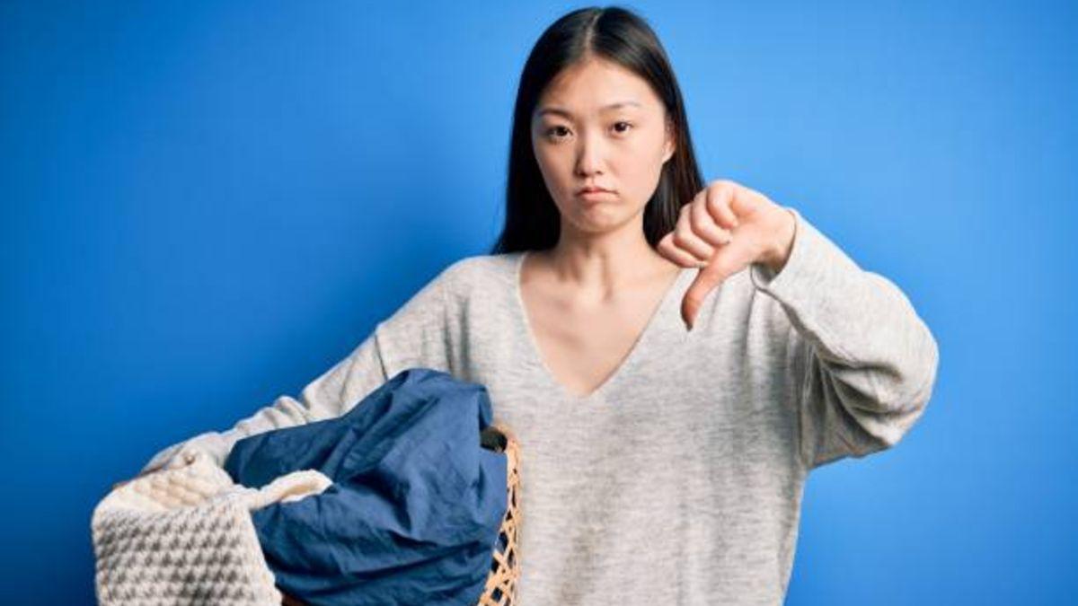 La condena de un hombre por no hacer tareas domésticas en casa.