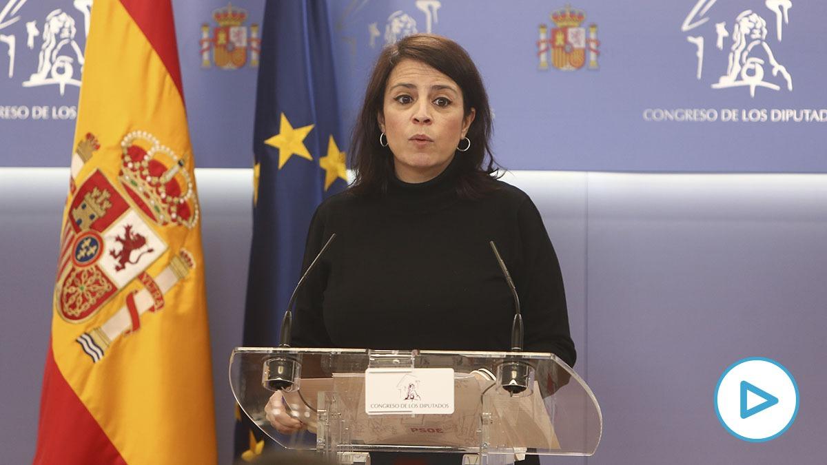 La portavoz del PSOE en el Congreso, Adriana Lastra, en rueda de prensa.
