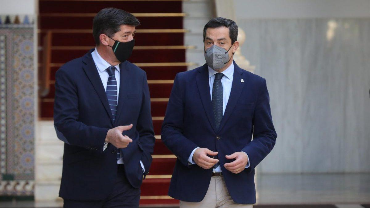 Juan Marín (i) y Juanma Moreno (d), este miércoles en el Parlamento de Andalucía (Foto: Europa Press). (1)
